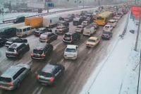 Первый снег: Киев парализован, пробки на дорогах достигли десяти баллов