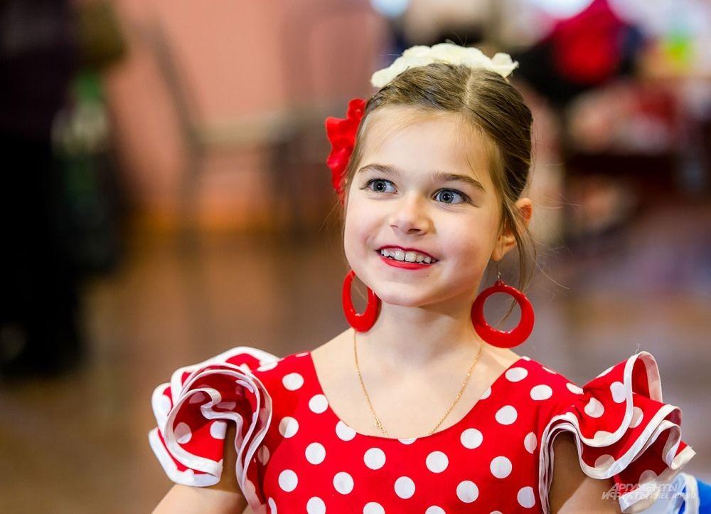 Среди участников фестиваля было много юных танцоров.