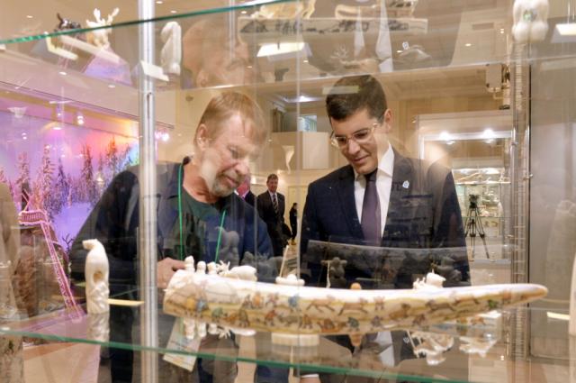 Дмитрий Артюхов посетил всероссийскую выставку «Душа Севера»