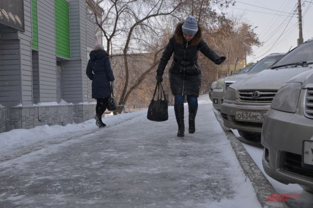 Из-за снежного наката и гололеда есть опасность получить серьезную травму.