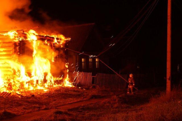 Пожар оставил без крова две семьи.