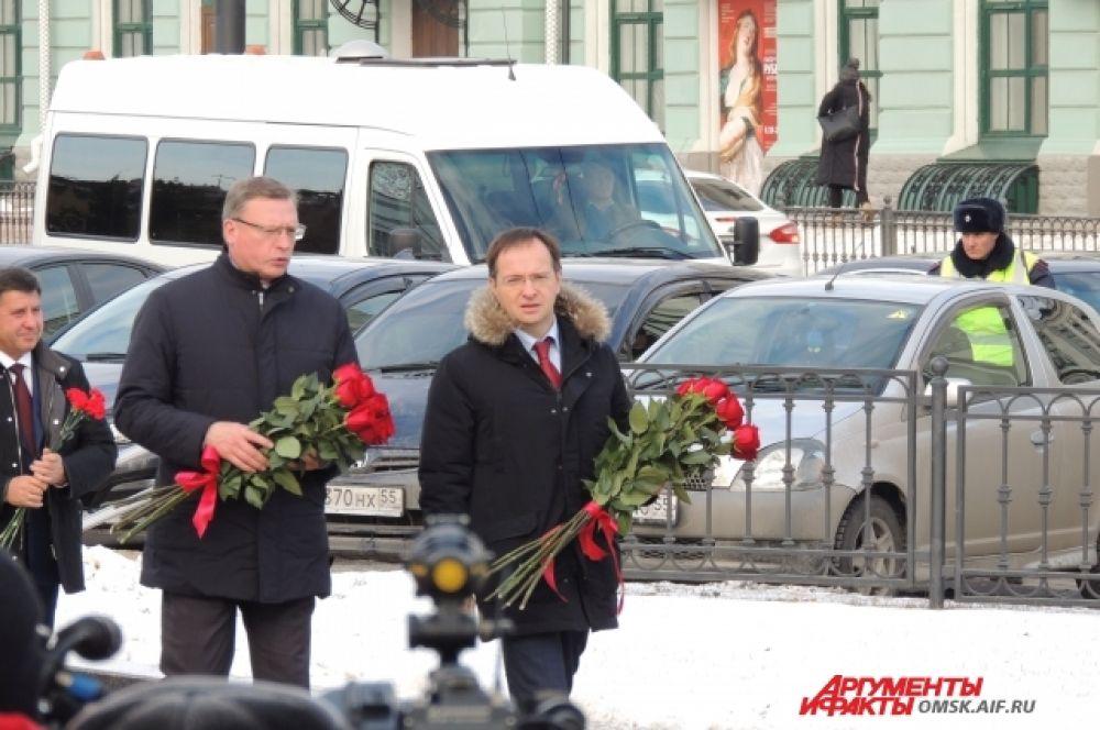 Владимир Мединский возлагает цветы к памятнику Михаилу Ульянову