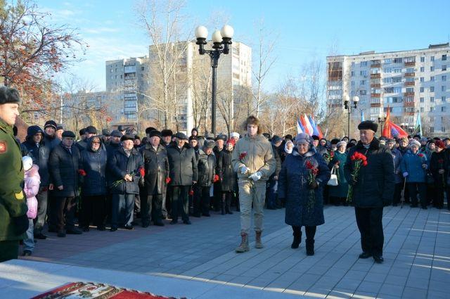 В торжественной церемонии открытия обновленного памятника приняли участие десятки горожан.
