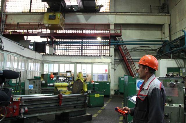 Программа перехода на дистанционное управление мостовых кранов нацелена на повышение эффективности производства и безопасности труда.