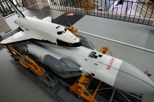 Макет ракетно-космической системы «Энергия», в состав которой входят ракета-носитель и корабль многоразового использования «Буран».