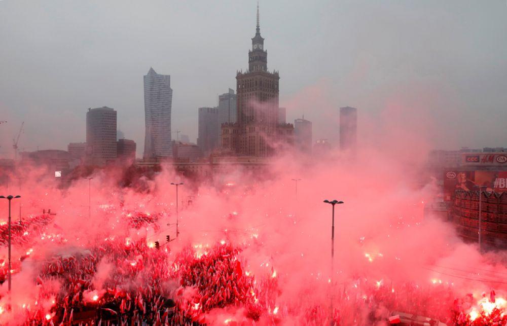 Марш, посвященный 100-летию независимости Польши, Варшава.