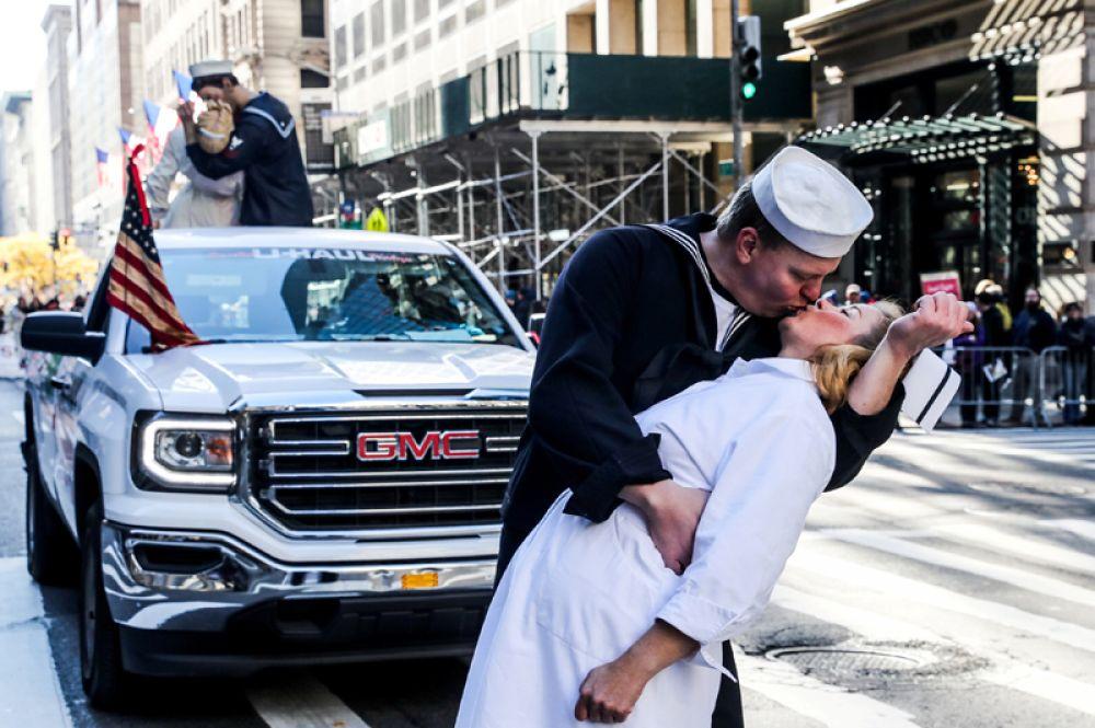 Парад в честь Дня ветеранов в Нью-Йорке.