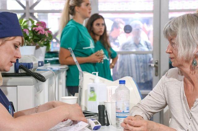 На выставке «Медицина и здоровье-2018» можно будет пройти обследование: можно будет сдать анализ крови на сахар и холестерин, определить сердечно-сосудистый риск и получить консультацию терапевта, а также при необходимости пройти УЗИ щитовидной железы, ЭКГ, флюорографию, маммографию