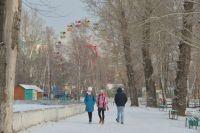 Гулять в старом парке барнаульцы любят и летом, и снежной зимой.