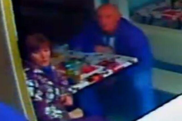Полицейские ищут очевидцев преступления в кафе в Новотроицка
