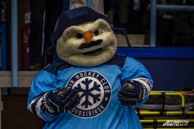 Снеговик теперь с усами.