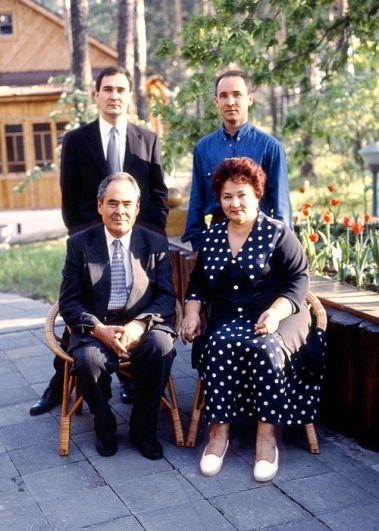 В 1962 году в семье Шаймиевых родился первенец Айрат, через 2 года и 8 месяцев на свет появился Радик.