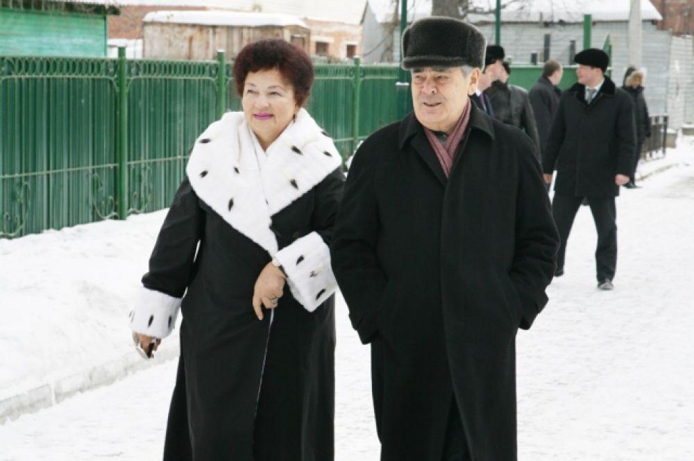 Познакомились они в Актанышском районе, куда Сакина Ахунова (девичья фамилия) приехала по направлению после окончания техникума, а Минтимер Шарипович – на преддипломную практику.