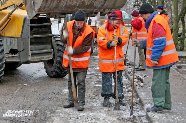Калининградские коммунальщики перешли на зимний режим уборки улиц.