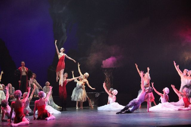 Опера «Фауст» на сцене Ростовского музыкального театра.