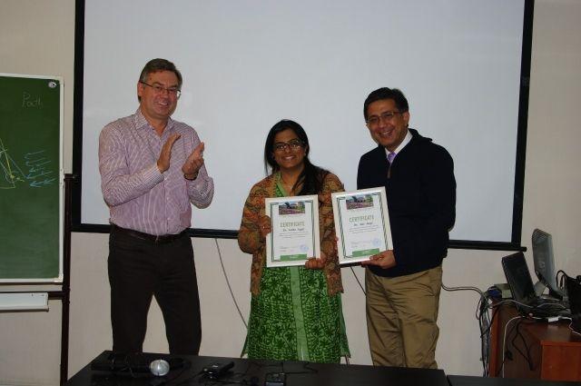 Доктор Атул Джагги с участниками семинары.