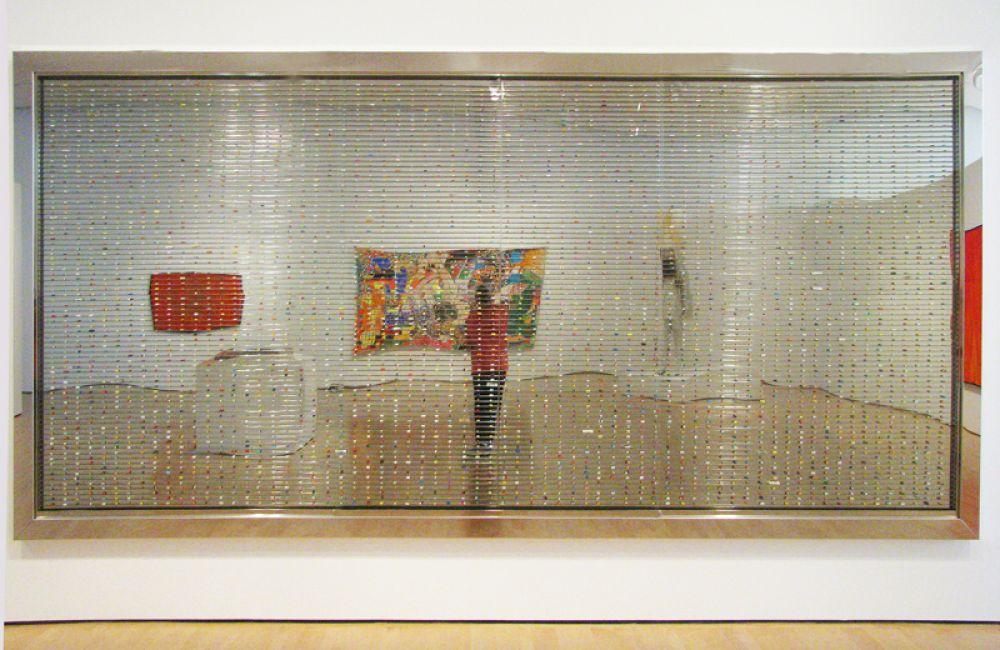 Замыкает десятку самых дорогих ныне живущих художников британец Дэмиен Хёрст. Его работа «Сонная весна», представляющая собой плоскую стеклянную витрину, наполненную разноцветными таблетками, в 2007 году была продана на аукционе Sothbey's за 19 млн долларов.