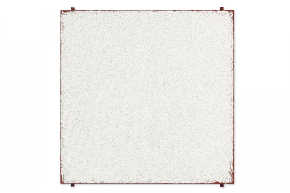 Американец Роберт Риман сводит живописные средства к минимуму, предпочитая квадратный формат и белый цвет, из-за чего его часто называют минималистом. В 2015 году его картина «Мост» была продана за 20 млн долларов на торгах Christie's.