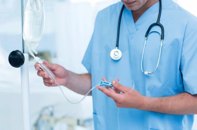 Владимир Гройсман заявил, что средняя зарплата врача уже выросла до 14,6 тысяч гривен.