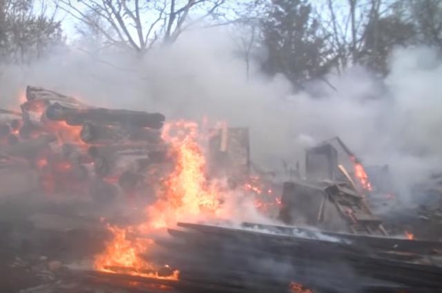 Масштабный пожар в Харькове: огонь охватил полкилометра площади