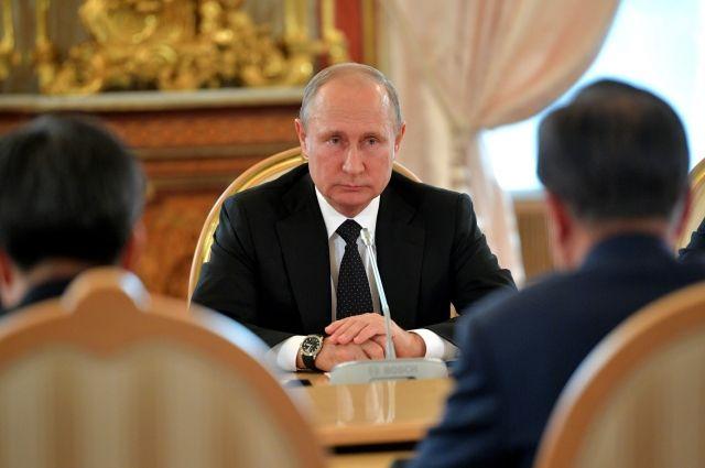 Путин поручил навести порядок в системе снабжения льготников лекарствами