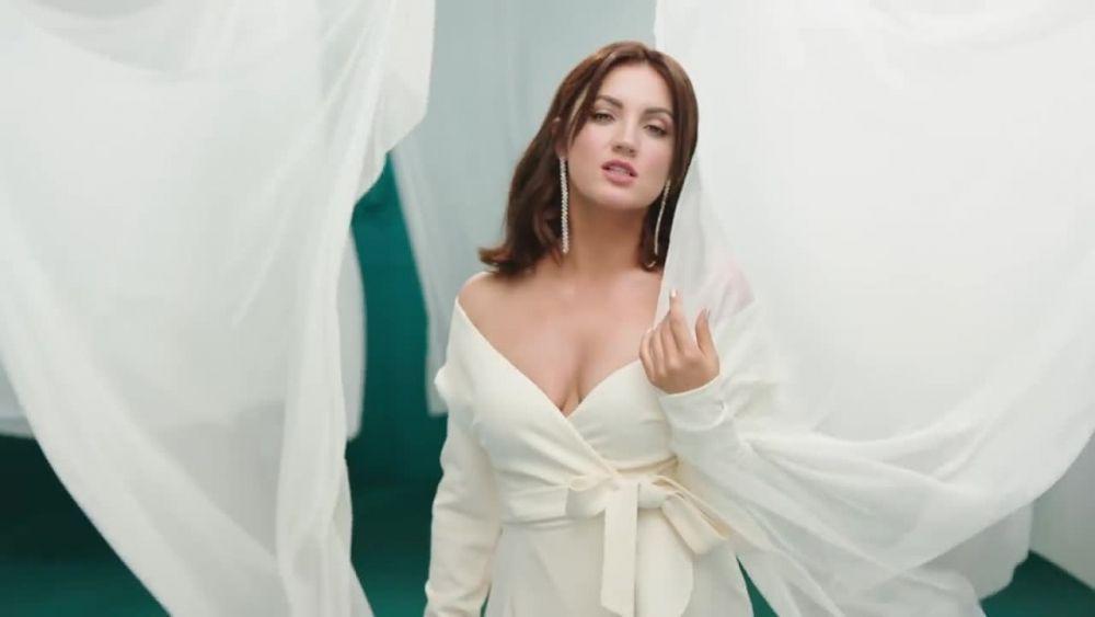 """Оля Цибульская, которая в прошлом году также была в номинантах на победу, в этом году может получить """"Червону Руту"""" за песню """"Сукня біла""""."""