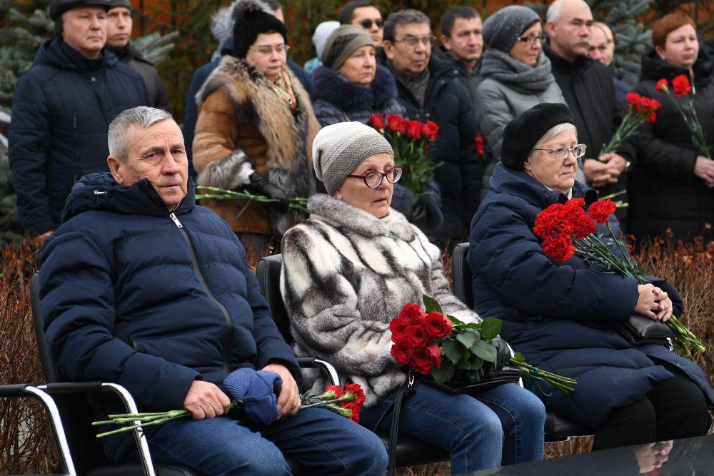 В траурных мероприятиях ежегодно участвуют близкие и родные погибших.