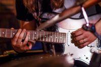 Как выбрать гитару для левши?