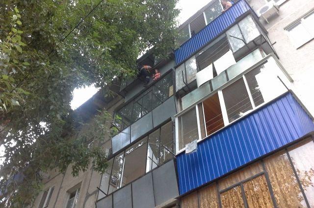 Огонь повредил балкон на общей площади восемь квадратных метров.