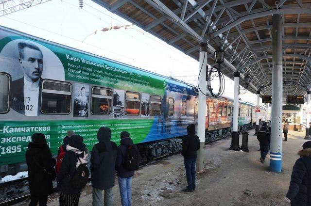В Красноярске у поезда остановка 20 минут.