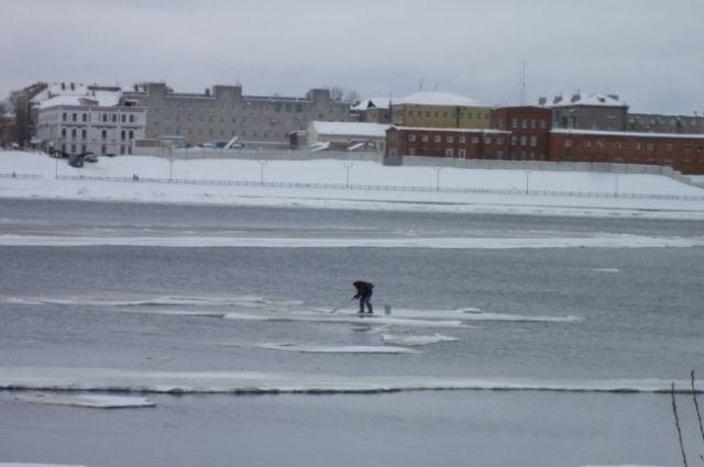 Два человека получили обморожения.