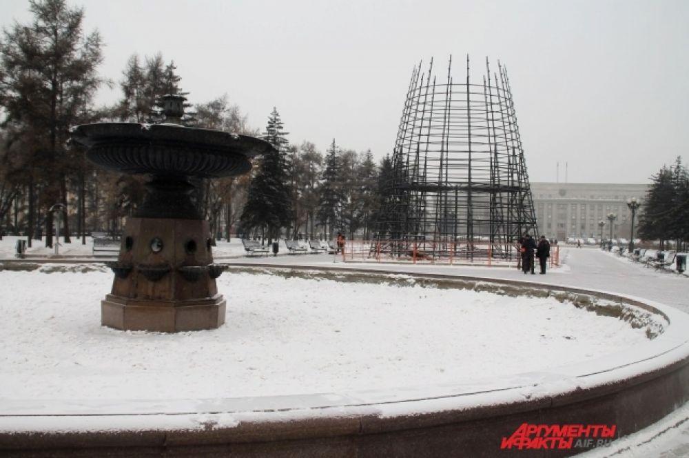 Традиционно в декабре на главной новогодней площадке Иркутска появится ледяной городок, горки, резиденция Деда Мороза.
