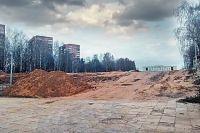 Сейчас остро стоит вопрос: как уберечь от вырубки роскошные ели, что в центре площади.
