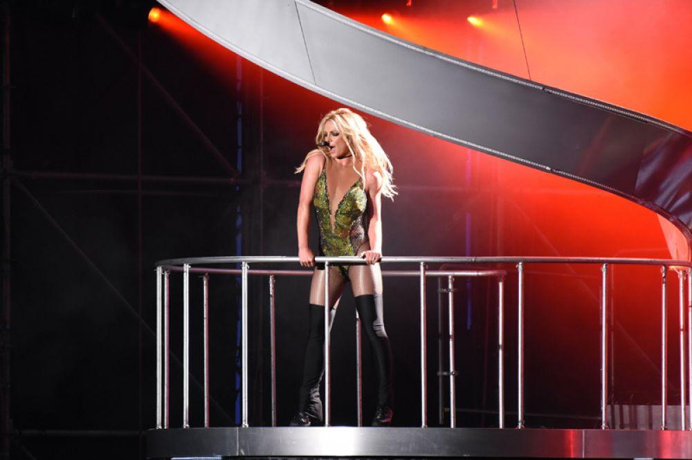 Бритни Спирс, 30 млн долларов. Доход певице принесли контракты с крупными брендами, такими как Kenzo, Pepsi и Elizabeth Arden. К тому же, в феврале стартует ее новое шоу в Вегасе.