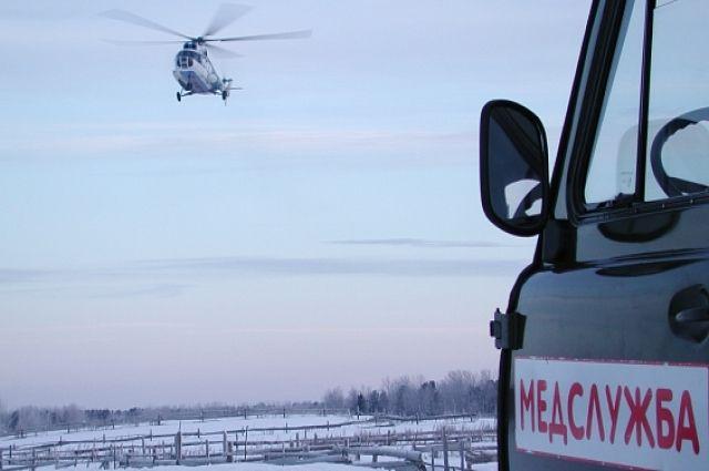 Беременную женщину из Тазовской тундры доставили в больницу на вертолете