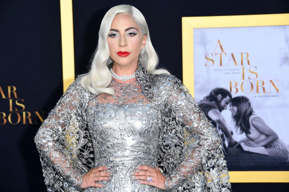 Леди Гага, 50 млн долларов. Помимо главной роли в фильме «Звезда родилась», Гага заработала на контрактах с Versace и MAC, а также на продаже собственного аромата Fame.