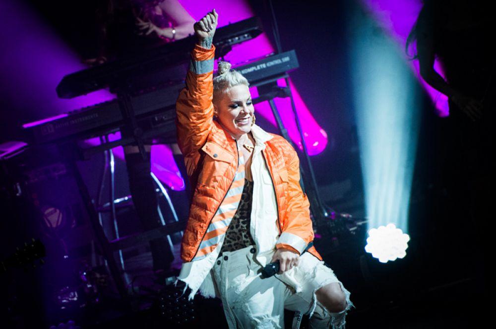 Пинк, 52 млн долларов. Основным источником дохода певицы стал ее Beautiful Trauma Tour.