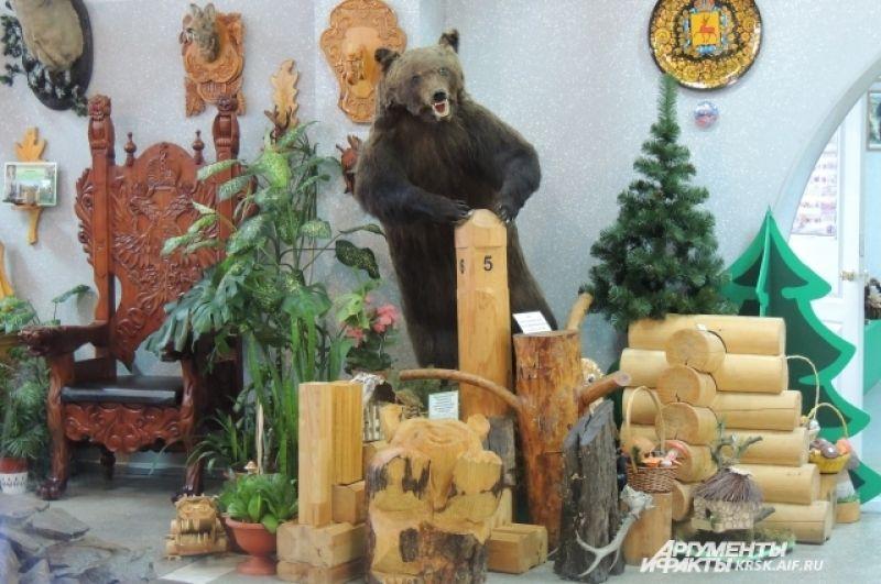 Чучело медведя, подаренное Богучанским лесхозом.
