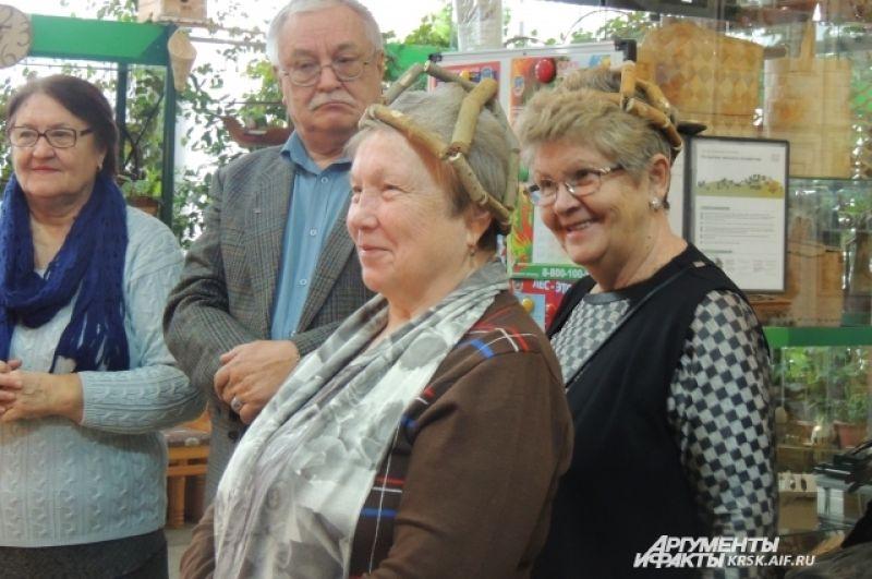 Колпак из осины пользуется популярностью у посетителей. У многих проходит головная боль.
