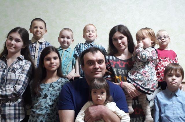 Вся большая семья Каспатовых в сборе.