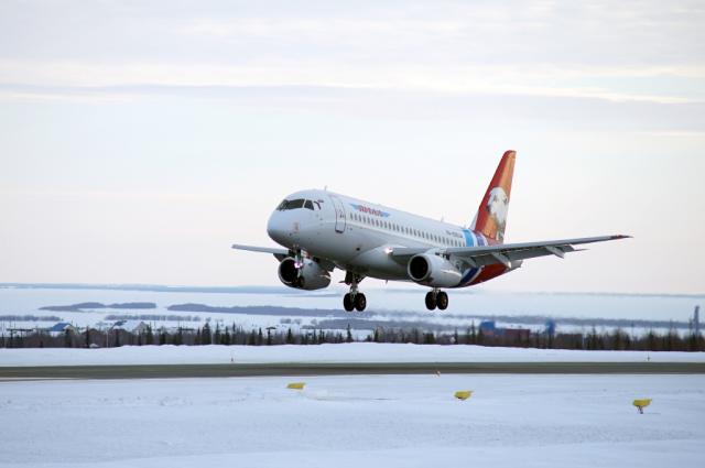 Самолет из Салехарда экстренно вернулся в аэропорт из-за неисправности