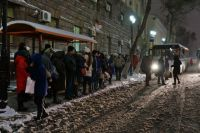 Тысячи людей не могли добраться домой из-за отсутствия нужного количества общественного транспорта