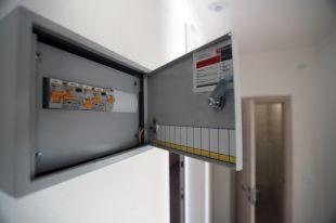 По «умному» стандарту дома оборудуют автоматизированной системой передачи показаний счётчиков, а вквартирах накаждом радиаторе будет стоять терморегулирующий клапан.