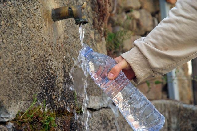 Какую воду лучше пить - водопроводную, родниковую или бутилированную?
