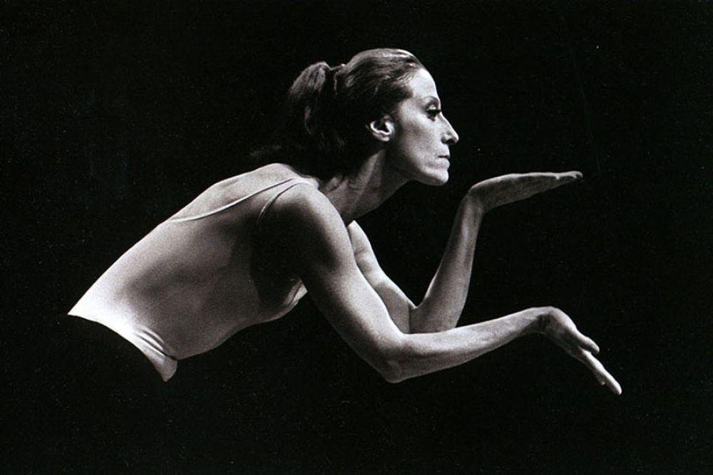 """Балет """"Болеро"""", написанный Морисом Равелем - это сплошная новизна на сцене. Майя Плисецкая выступила в нем в 1978 году, но режиссер - Морис Бежар, был недоволен работой Плисецкой, назвав ее ленивой. Майя пыталась доказать, что главное - это услышать ощущения и музыку."""