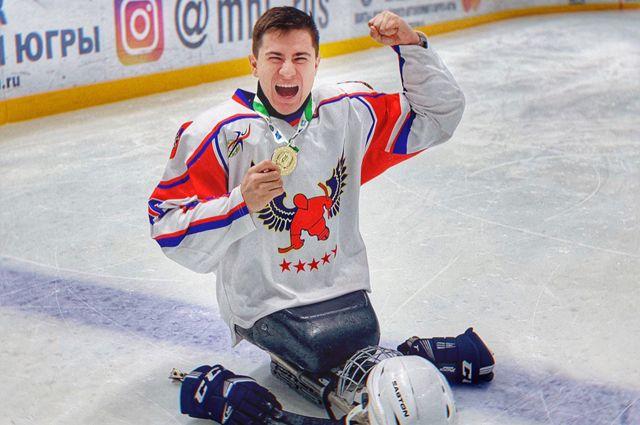 Рустам мечтает сыграть на Паралимпиаде в дисциплине следж-хоккей