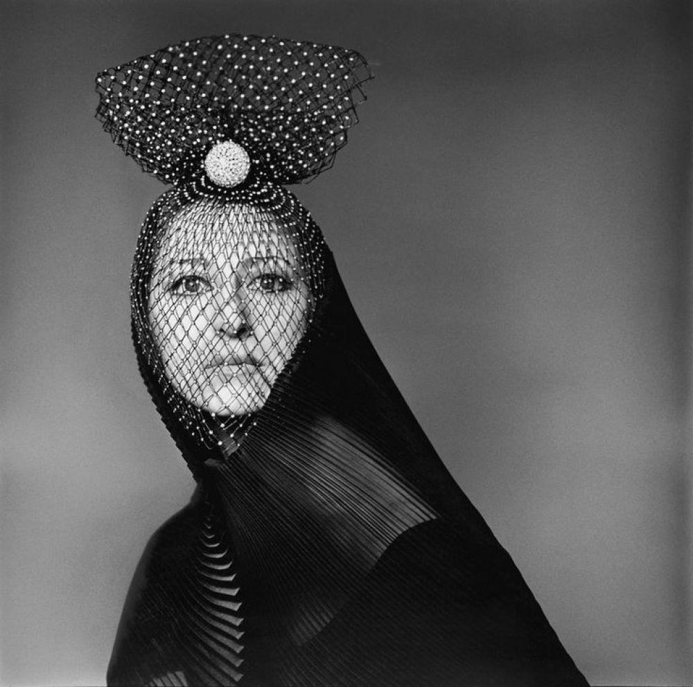 Сама Майя Плисецкая всегда говорила: «Мужчинам всегда нравились красивые фигуры. Я не думаю, что балерины покоряли их своим умом». Кстати, это утверждение балерина подтвердила сама - покорив своего супруга, композитора Родиона Щедрина, выйдя к нему в черном балетном трико.