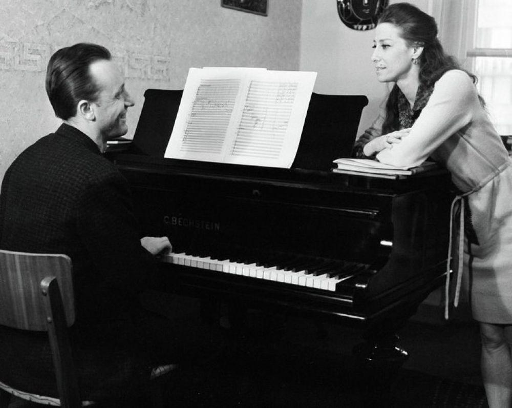 """Они оба были созданы друг для друга. У Щедрина - """"магнитофонная память"""" - он запоминал музыку с первого раза, у Майи - удивительная способность не танцевать, а рассказывать историю, причем - только руками и шеей. Щедрин написал для нее балеты """"Анна Каренина"""" и """"Дама с собачкой""""."""