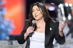 «Скорая» не помогла: известной певице стало плохо прямо во время концерта