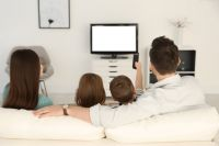 В 99% квартир телевизионный сигнал поступает по кабельным сетям или сетям связи.